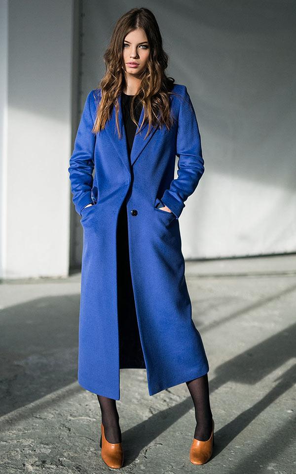 длинное синее пальто