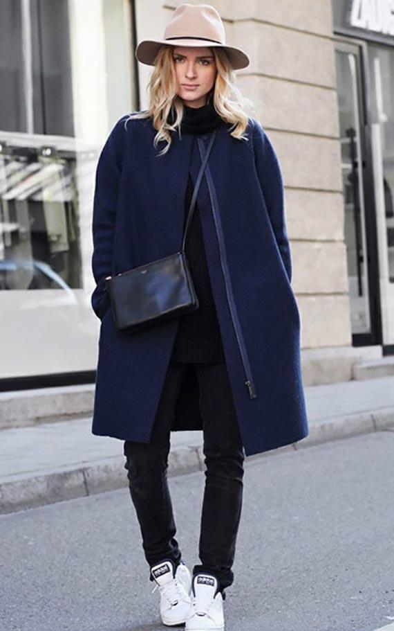 с чем носить темно-синее пальто