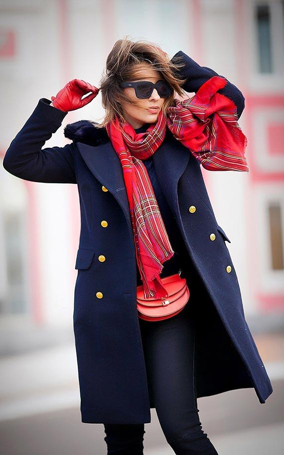 как выбрать шарф к темно-синему пальто