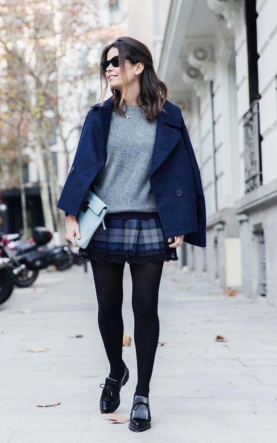 образ с коротким темным синим пальто