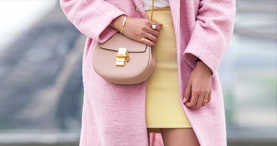 с чем носить розовое пальто