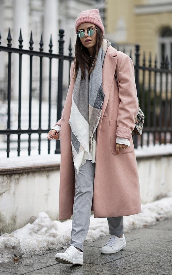 лук с пыльто-розовым пальто на каждый день