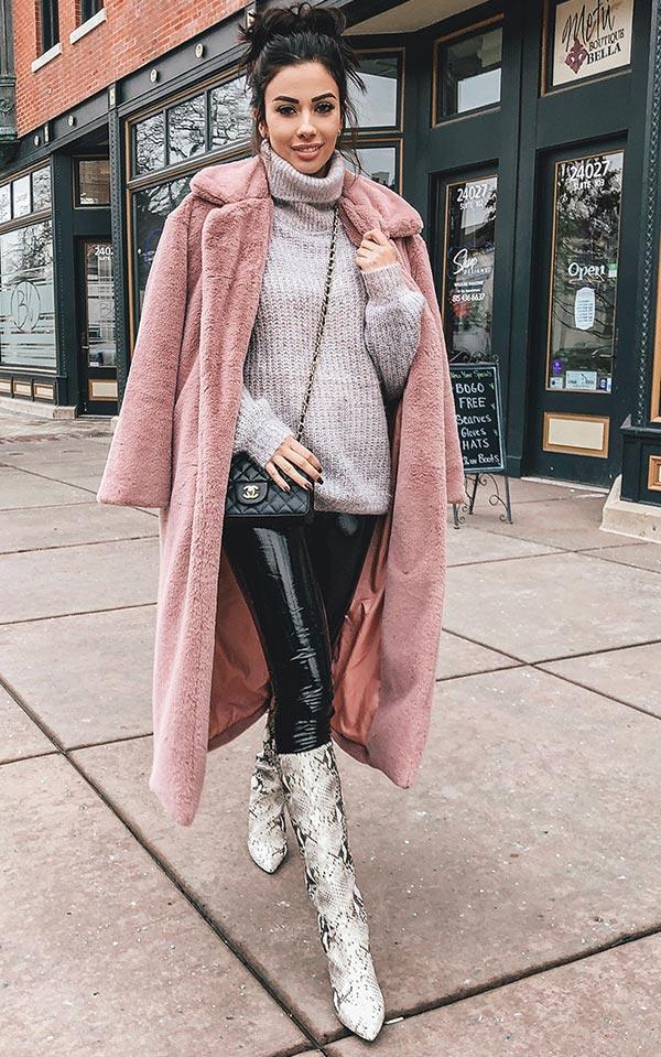 розовое пальто из искусственного меха