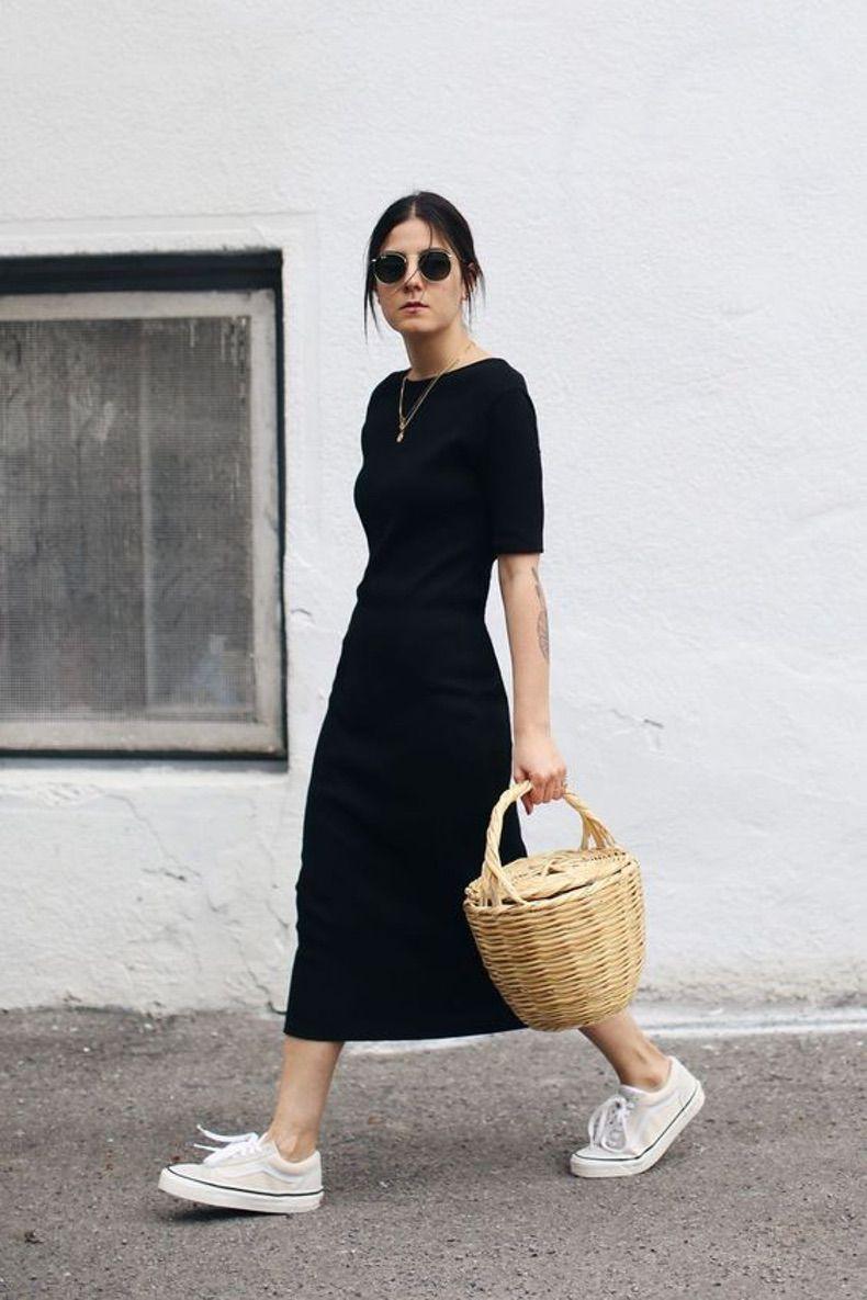 длинное черное платье с белыми кедами