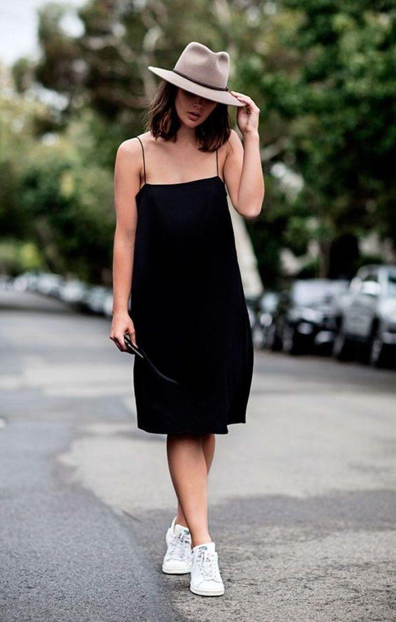 короткое платье на брителях со шляпой и светлыми кедами