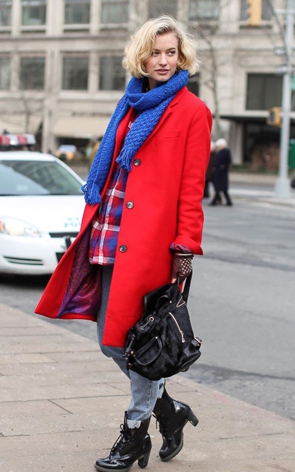 лук с синим шарфом