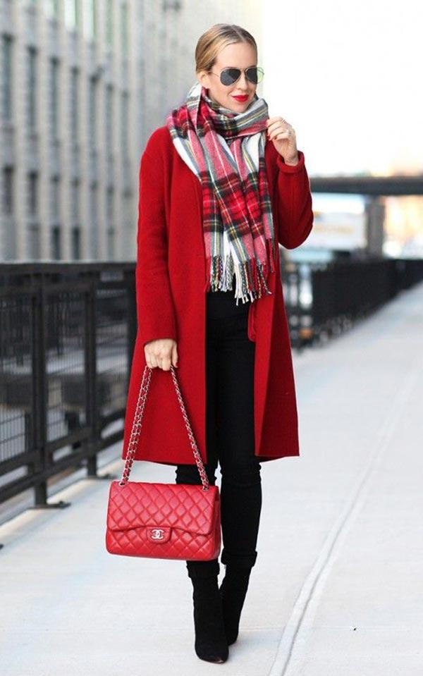 как подобрать шарф к красному пальто