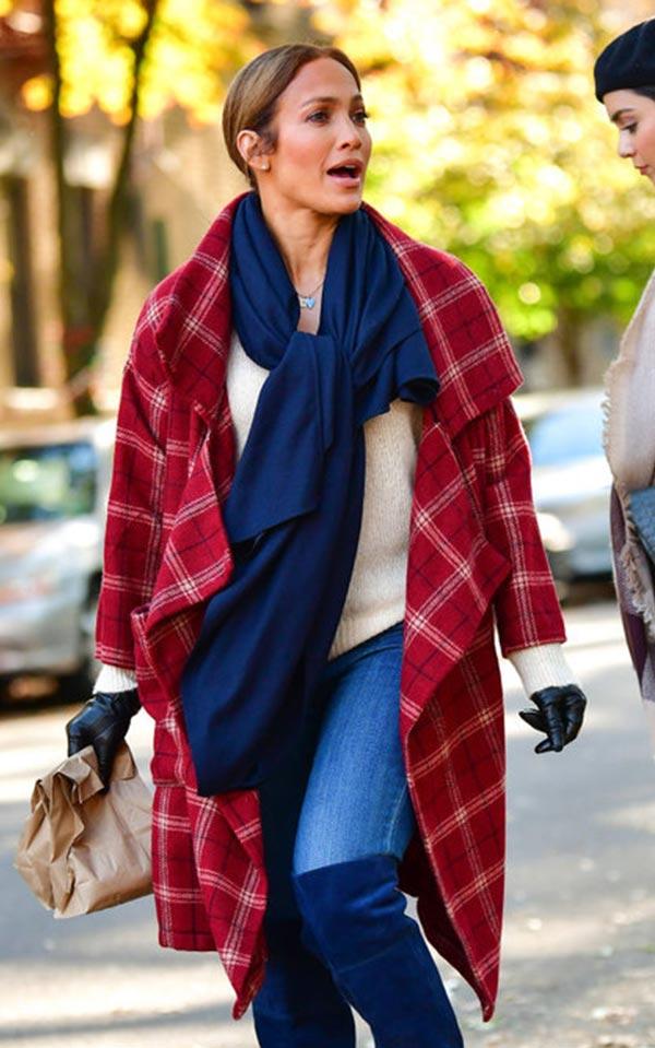 дженифер лопес в красном пальто