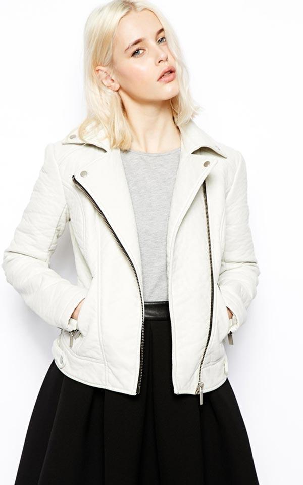 белая кожаная куртка косуха