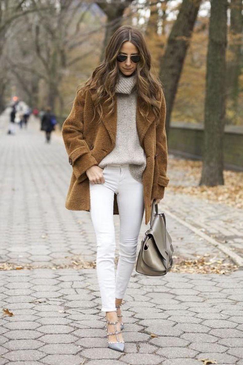 образ в светлых тонах с коричневым пальто