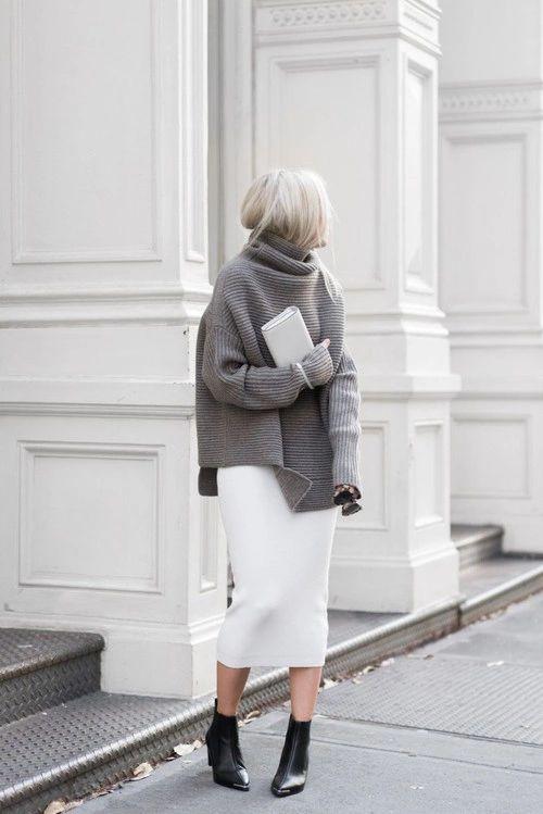 белую юбку-миди и огромный серый свитер, черные ботильоны-носки - отличный выбор, если ты хочешь создать расслабленный, но в то же время стильный образ.
