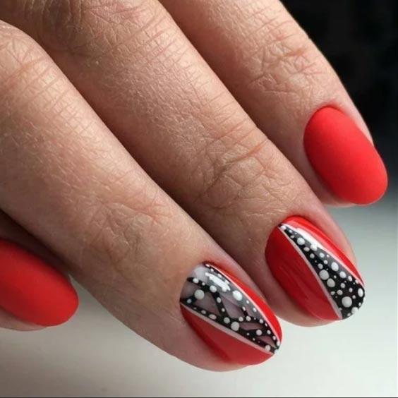 линии и точки на красном фоне ногтей