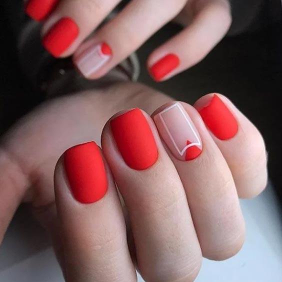 бежевый с красным на ногтях