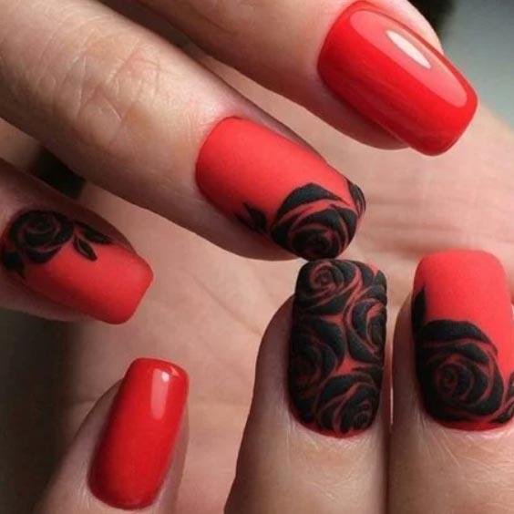 черное напыление на красных ногтях