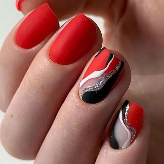 узор из волнистых линий на ногтях