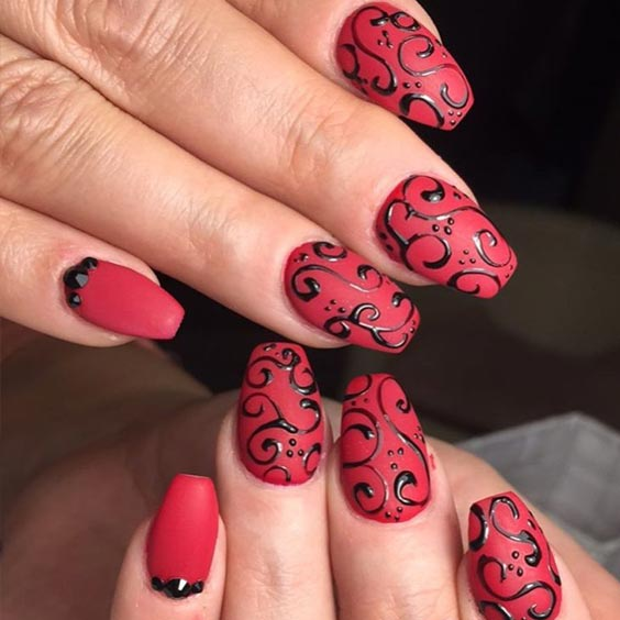 волнистый узор на ногтях