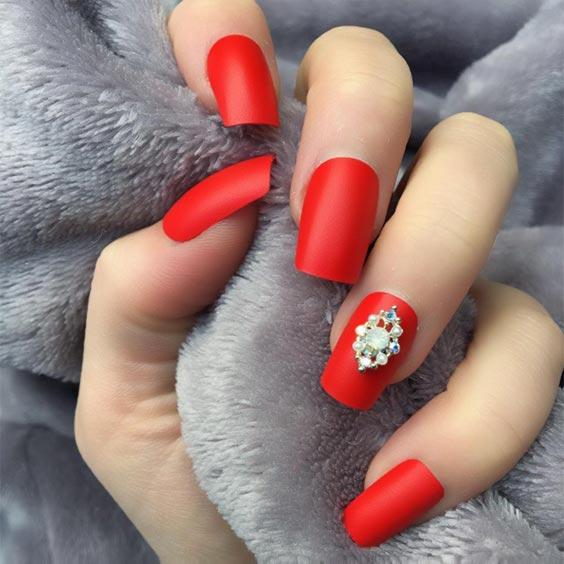красный матовый маникюр на квадратные ногти