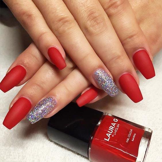 красный дизайн с серебристыми блестками