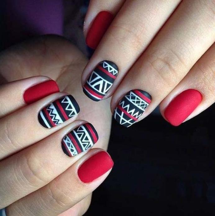 этнический рисунок на ногтях
