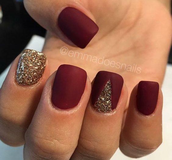 бордовый с золотом на ногтях
