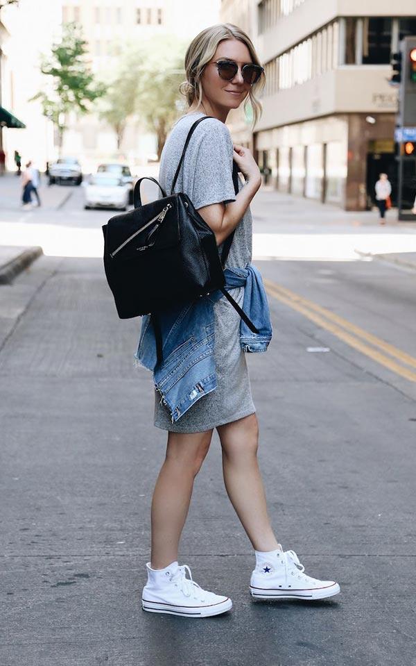 лук с платьем-футболкой и рюкзаком