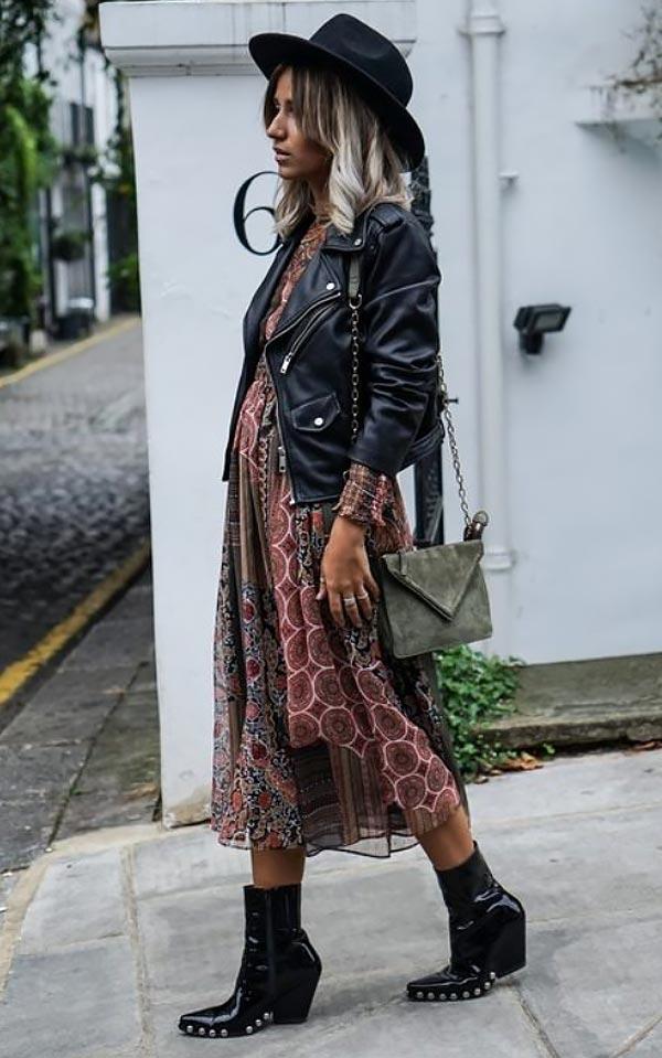 модный лук с кожанкой, платьем из шифона и ботильонами