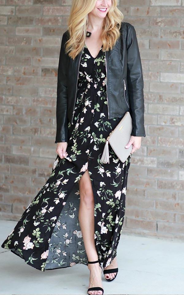 сочетаем длинное черное платье в цветочек с кожаной черной курткой и босоножками