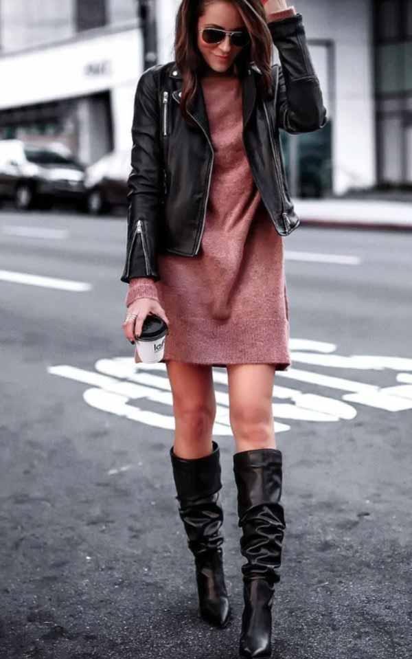 комплект с розовым платьем-свитером, сапогами и косухой