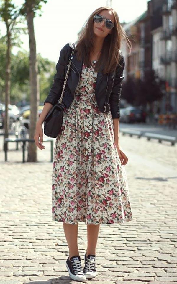 аутфит с кедами и платьем в цветочек