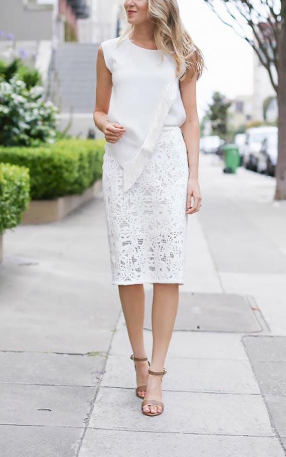белая кружевная юбка карандаш и асимметричная блузка