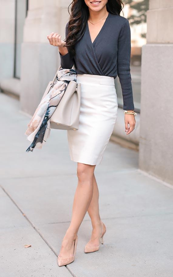 лук с черной блузкой с запахом и белоснежной юбкой