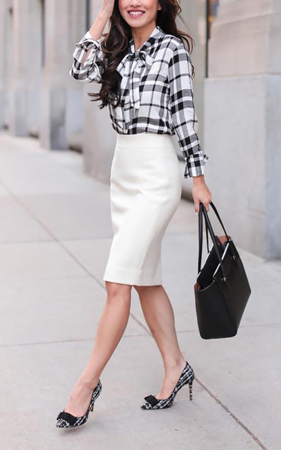 сет для работы с белой юбкой карандаш и клетчатой блузкой