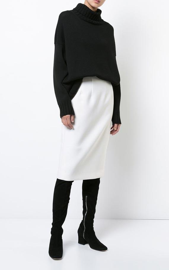 черно-белый образ с юбкой, сапогами и свитером