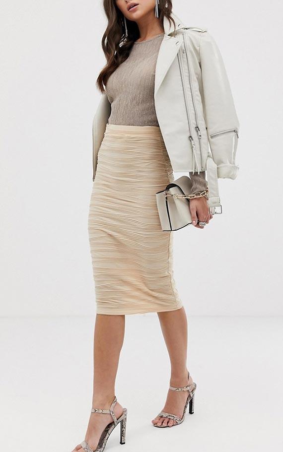 трикотажная бежевая юбка-карандаш с топом и курткой