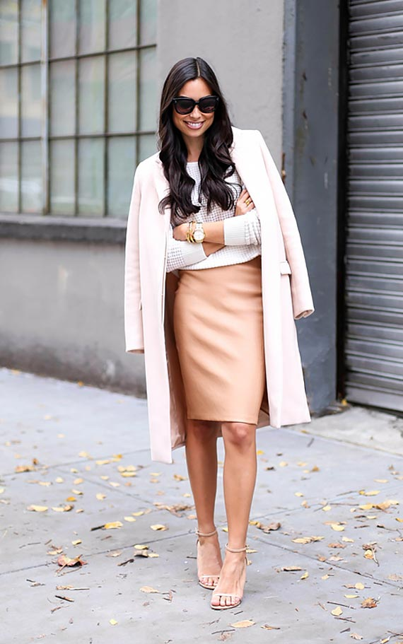 бежевая юбка-карандаш с джемпером и пальто