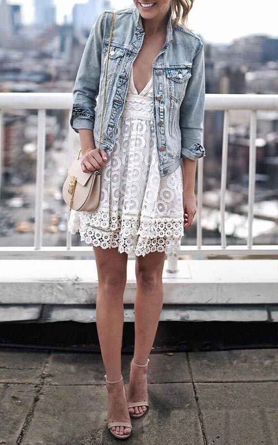 с белым кружевным платьем