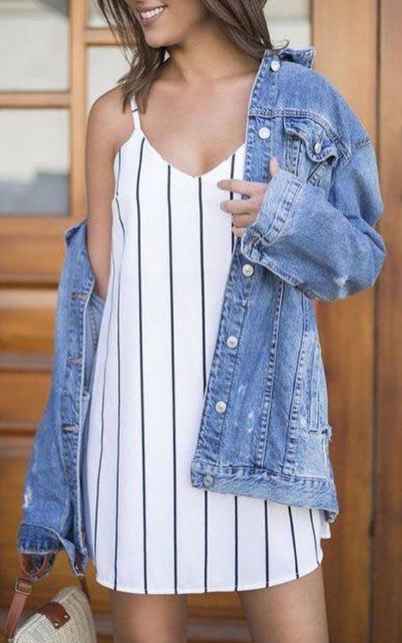 сет с полосатым платьем и джинсовкой
