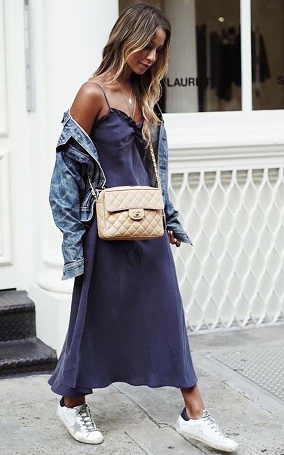 длинное платье с джинсовой курткой