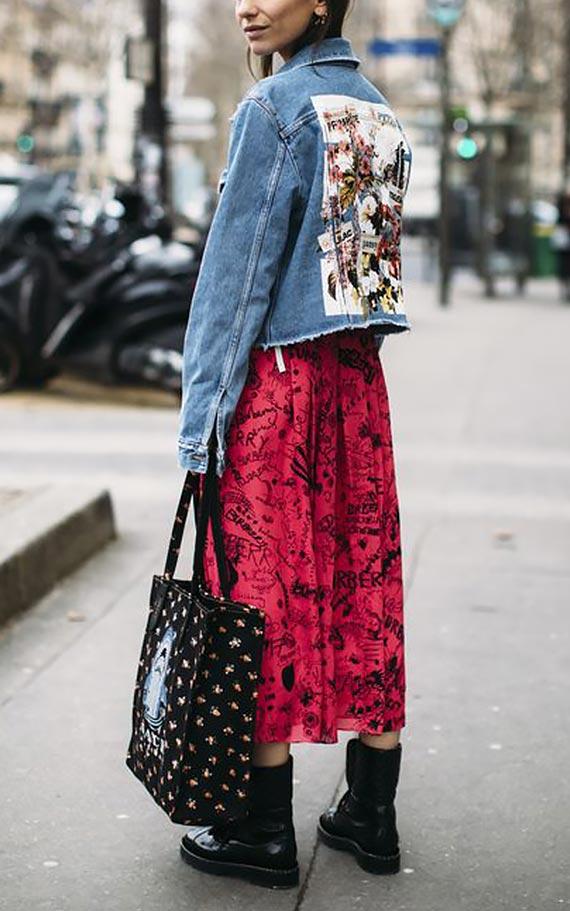 образ с джинсовой курткой и красным платьем