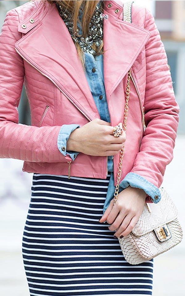как носить розовую куртку из кожи с аксессуарами