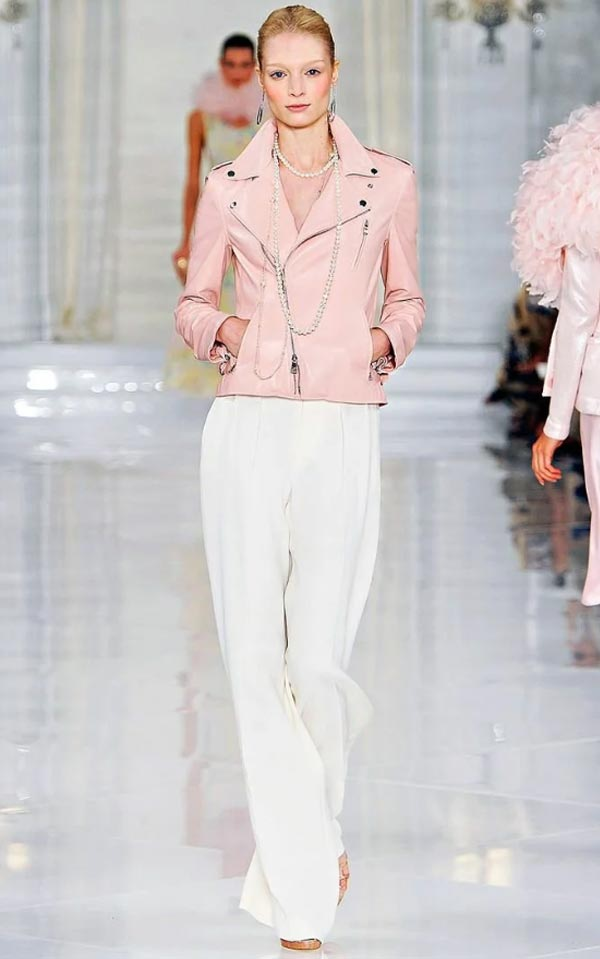 образ с белыми брюками-палаццо