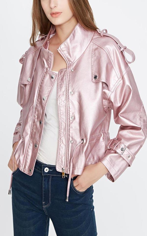 С чем носить розовую кожаную куртку оттенка металлик