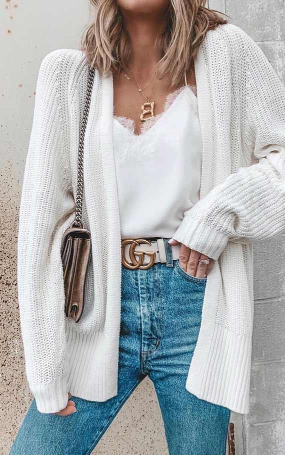 аксессуары к белому кардигану и джинсам