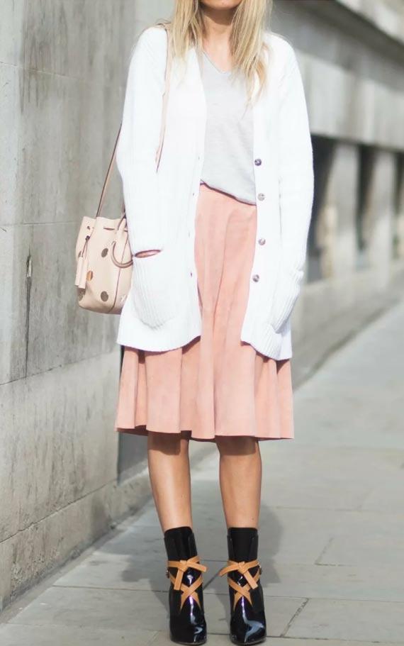 с розовой юбкой в складку