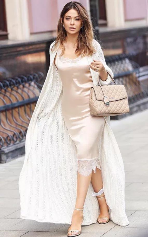 с чем носить белый кардиган с платьем