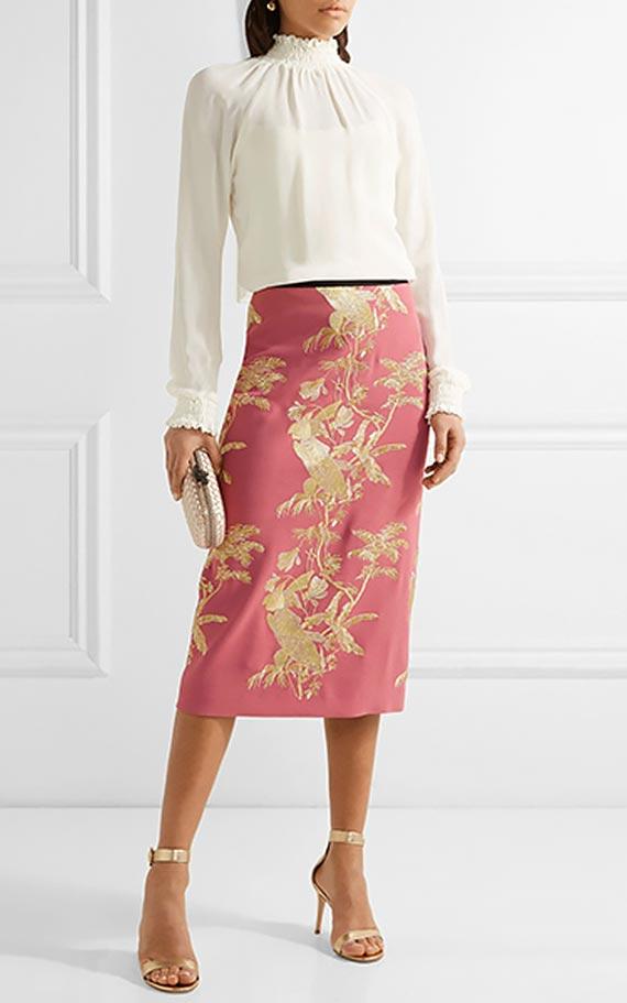 наряд с шелковой розовой юбкой карандаш и блузкой