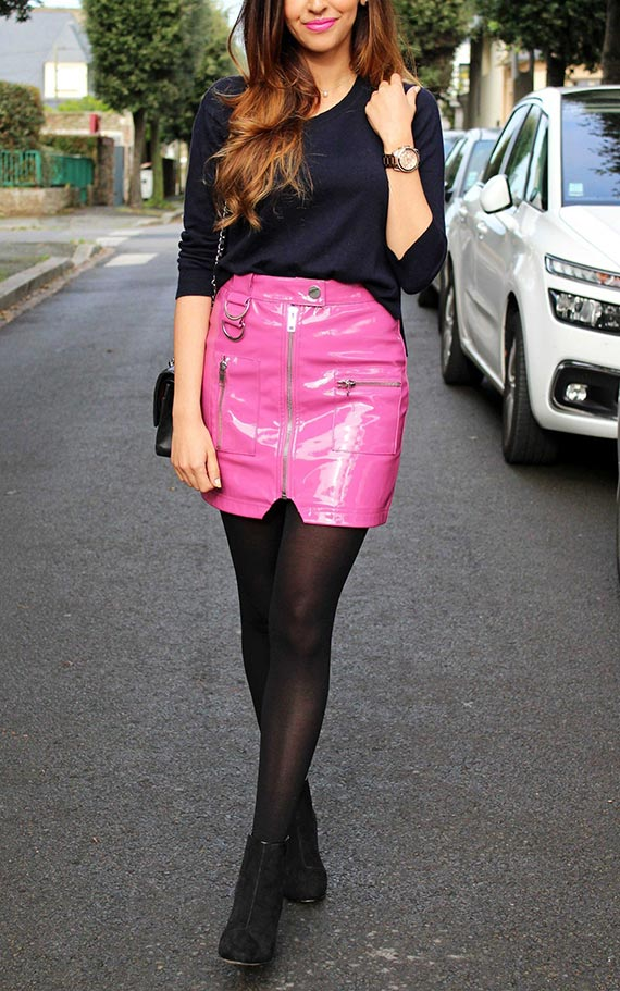 комплект с розовой кожаной юбкой и колготками