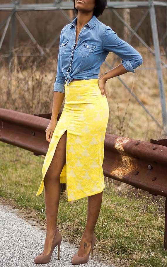 рубашка из тонкого денима и юбка флористической тематики