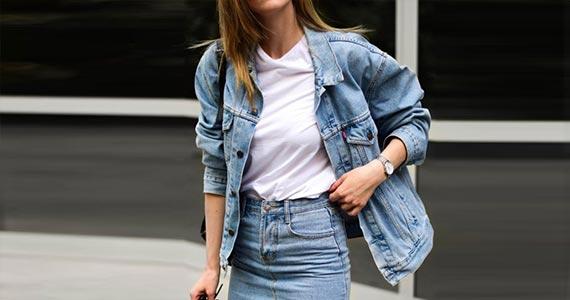 Трендовые женские джинсовые образы 2021 - фото
